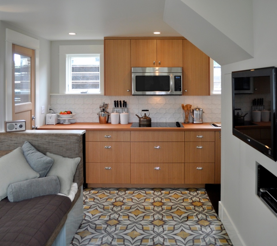 This tiny 2-storey guest cottage has one bedroom in 342 sq ft. | www.facebook.com/SmallHouseBliss