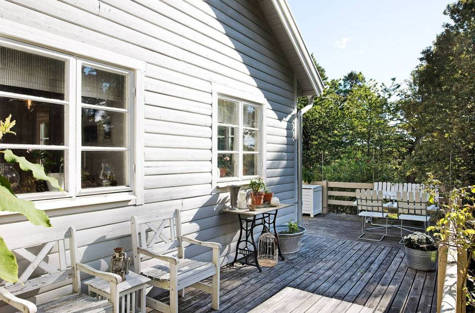 Tucked in the forest on a small island near Stockholm, this vacation cottage has three bedrooms in 700 sq ft. | www.facebook.com/SmallHouseBliss