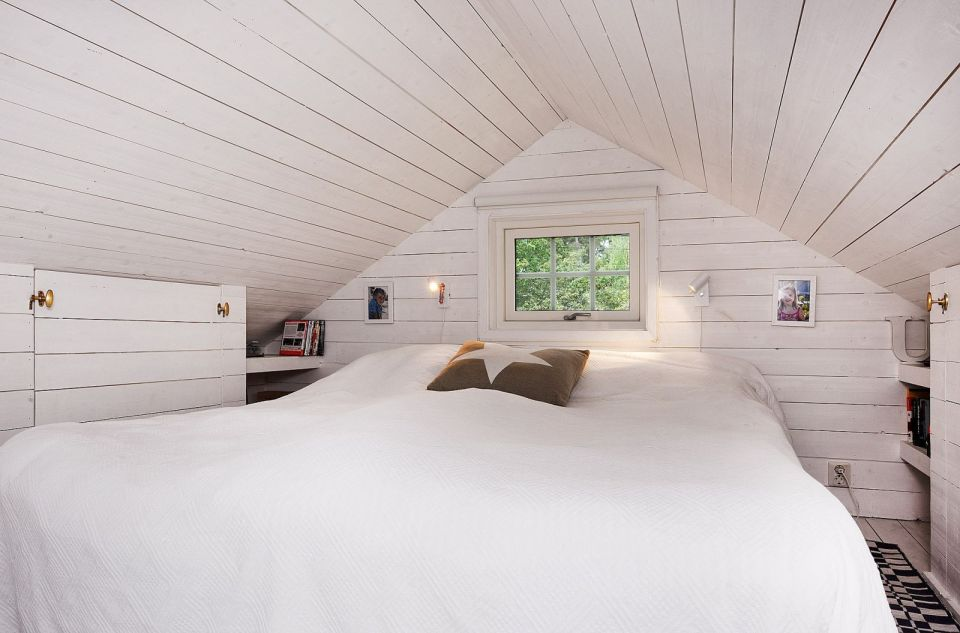 Summerhouse in Sweden with three bedrooms in 700 sq ft.   www.facebook.com/SmallHouseBliss