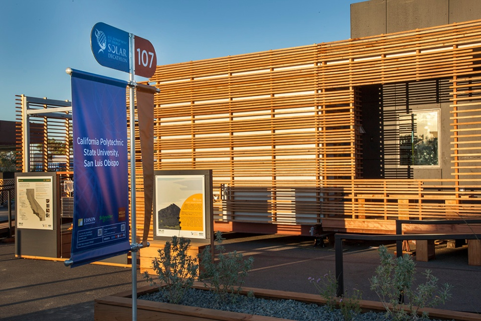 INhouse, an entry at Solar Decathlon 2015, has a covering of redwood strips to shade the walls and keep the home cooler. It has one bedroom plus a flex space in 986 sq ft.   www.facebook.com/SmallHouseBliss