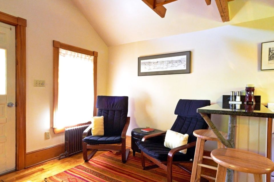 This old-time shingled cottage in Maine oozes charm. It has an open studio layout plus a sleeping loft.   www.facebook.com/SmallHouseBliss
