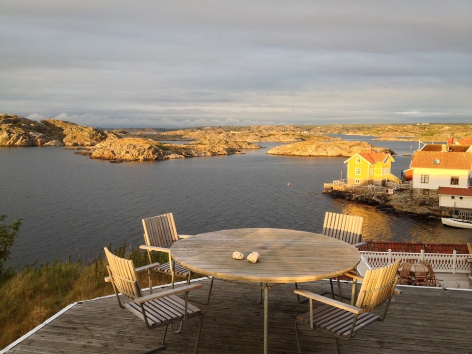 This traditional style family vacation cottage sits on a rugged island on Sweden's west coast. It has three bedrooms in 1,087 sq ft. | www.facebook.com/SmallHouseBliss