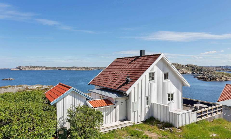 A family vacation cottage on sweden s rugged west coast for Small house bliss