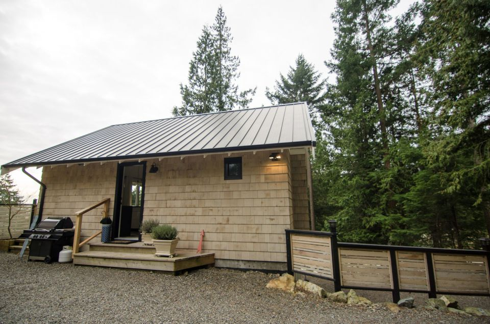 Contemporary coastal cottage on bowen island bc small for Small coastal cottage house plans