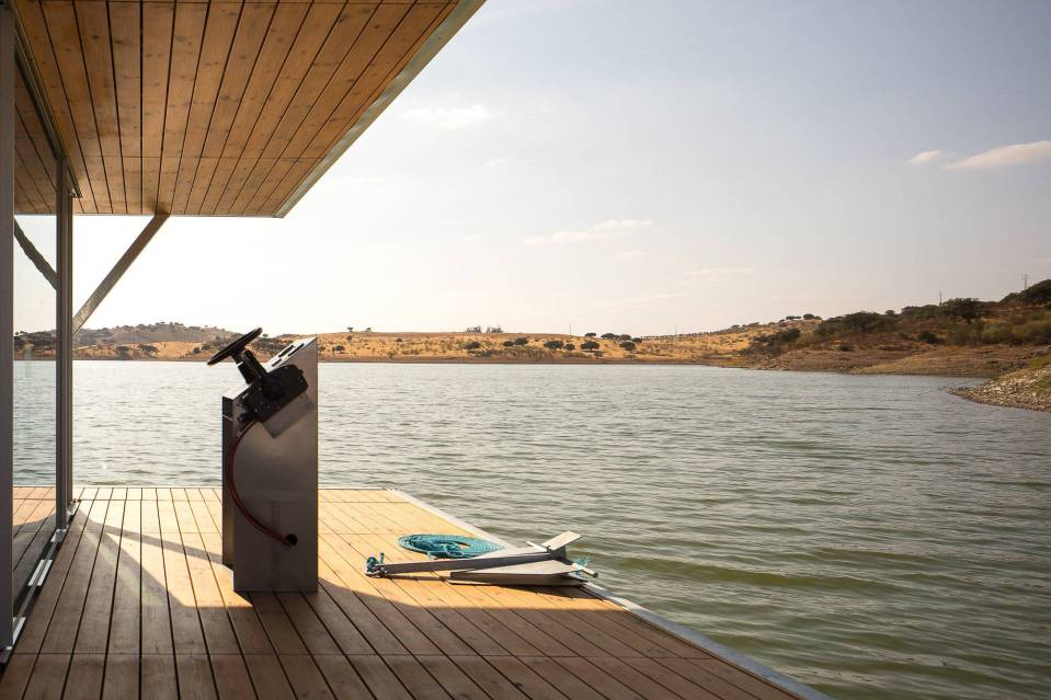 Floatwing, a line of houseboats that can be equipped for autonomous off-grid living. This one has one bedroom in 561 sq ft.   www.facebook.com/SmallHouseBliss