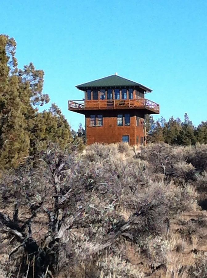 1930s-era forest fire lookout towers inspired this 3-storey tower house in Oregon's high desert. | www.facebook.com/SmallHouseBliss