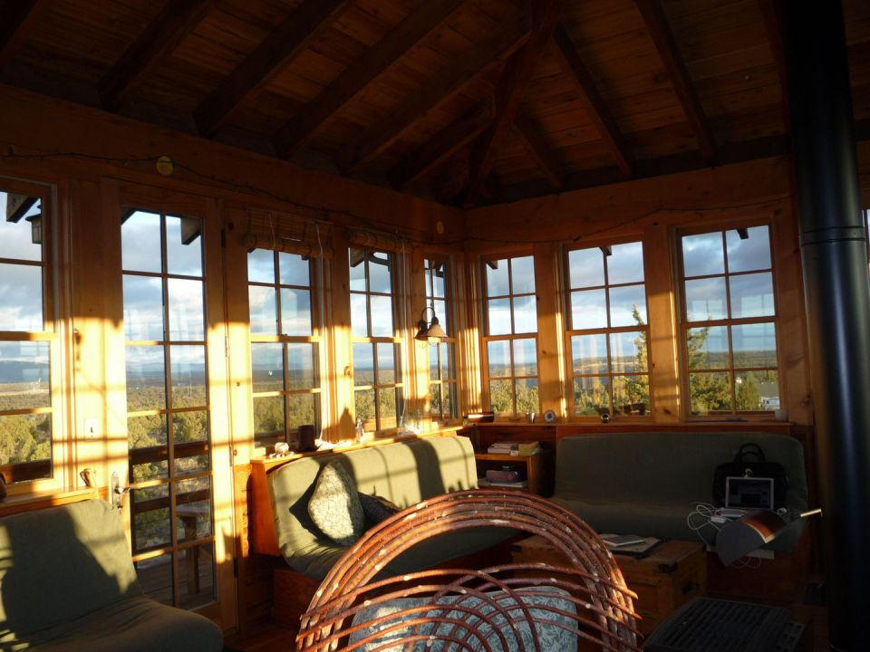 1930s-era forest fire lookout towers inspired this 3-storey tower house in Oregon's high desert.   www.facebook.com/SmallHouseBliss