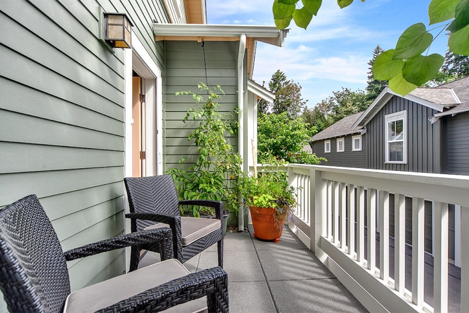Jardin del Colibri, a cottage-style home featuring handsome millwork and built-ins throughout. It has two bedrooms and a flex space in 990 sq ft.   www.facebook.com/SmallHouseBliss
