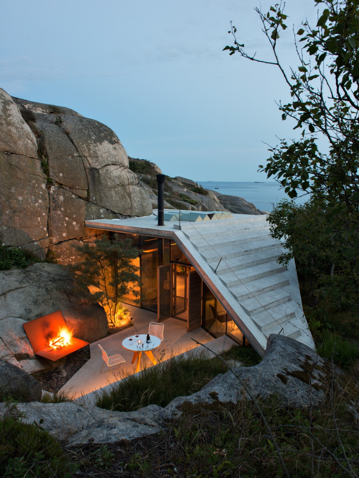 A modern cabin tucked into a rocky norwegian coastline for Small house bliss