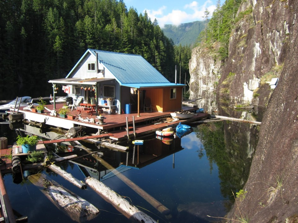 An off-grid floating cabin on Powell Lake, British Columbia. Built on a raft of cedar logs, the 675 sq ft cabin has 2 small bedrooms and a loft. | www.facebook.com/SmallHouseBliss