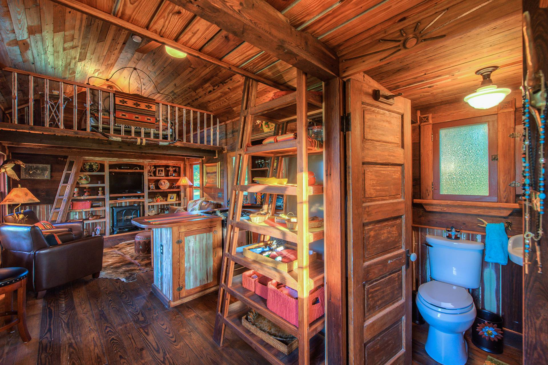 Merveilleux The Rustic Cowboy Cabin Was Built From Salvaged Materials. The 12u0027x28u0027 Cabin