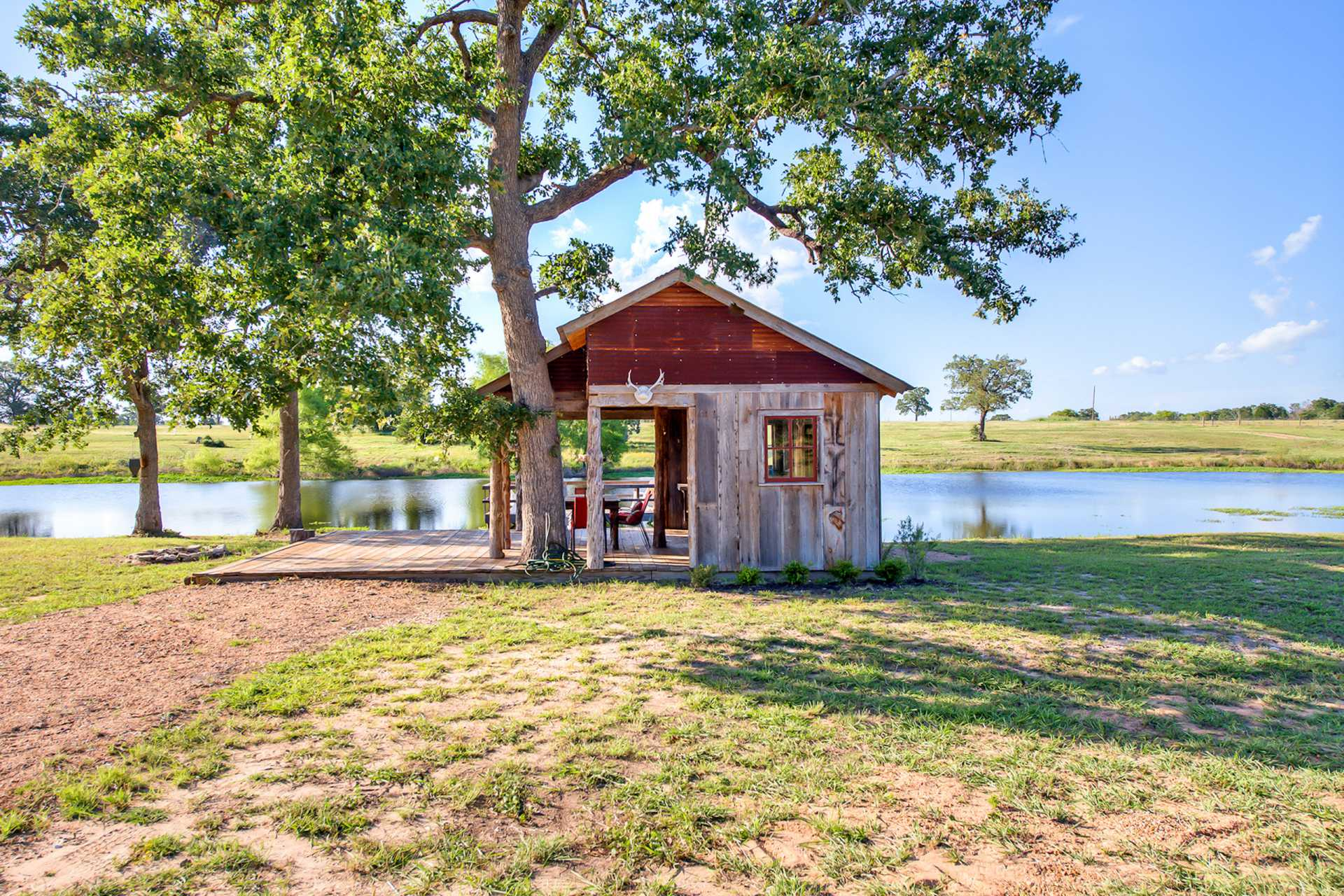 Gallery the cowboy cabin tiny texas houses small for Small house bliss