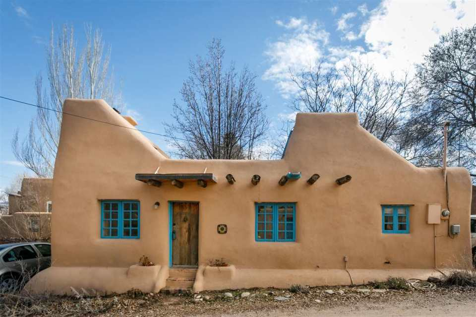 Pueblo style solar house in santa fe small house bliss