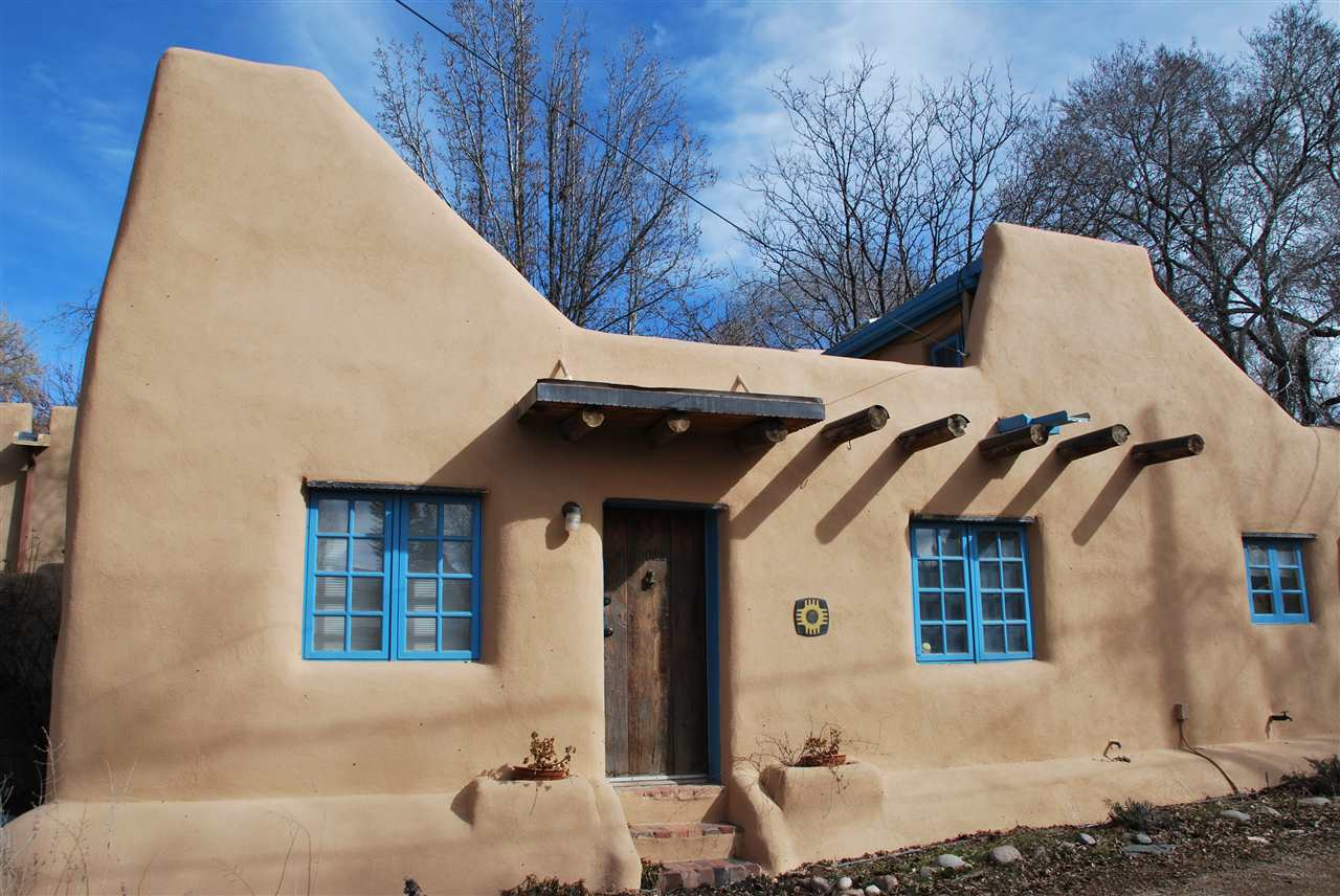 Gallery a pueblo style solar house in santa fe small house bliss - Pueblo adobe houses property ...