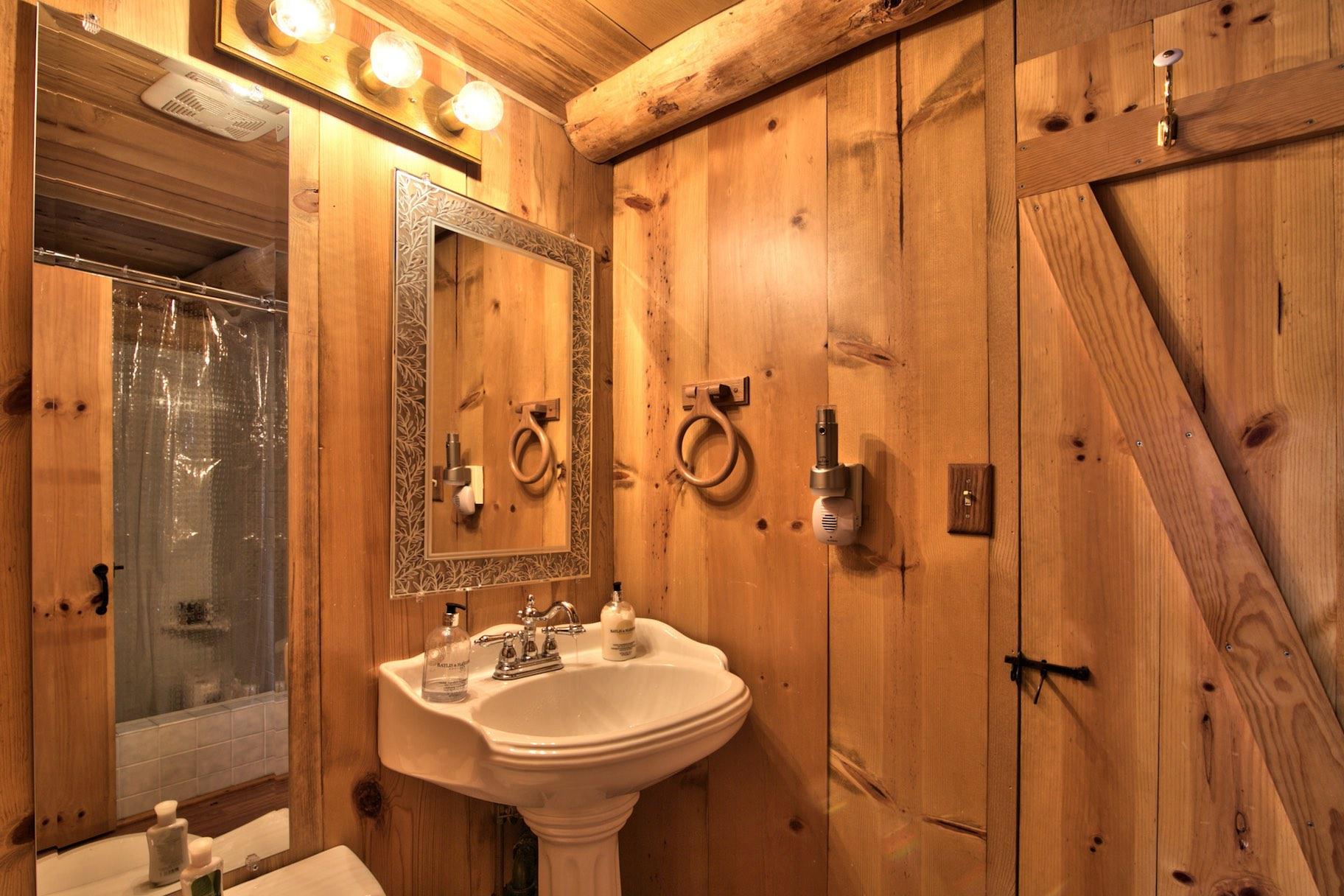Lake tahoe log cabin small house bliss for House bathroom