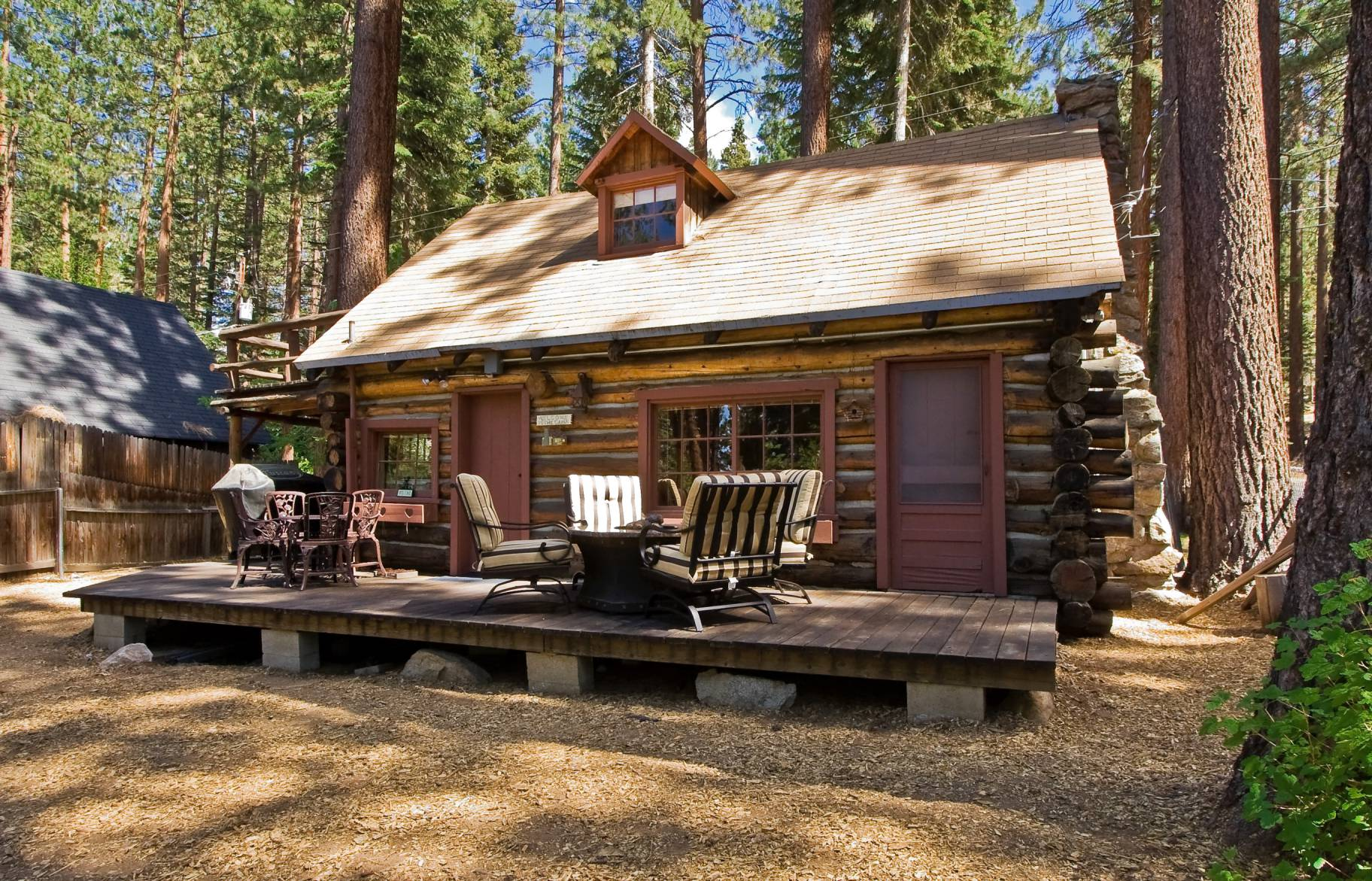 Lake tahoe log cabin small house bliss for Small cabins and cottages