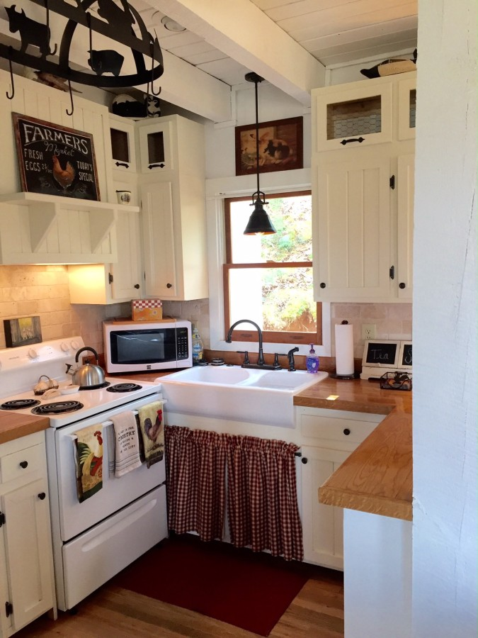 This Recently Renovated Farmhouse In The Great Smoky Mountains Has Two Bedrooms 1000 Sq Ft