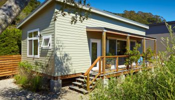 House design and cost - Cost Saving Strategies In A Small California Beach House