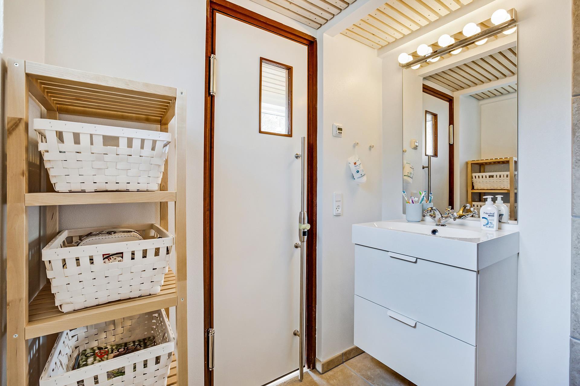 1920 X 1280 In Scandinavian Modern Tiny House