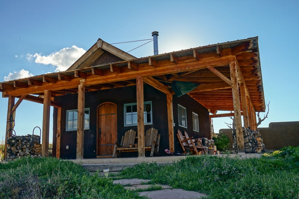 off grid straw bale homestead in colorado