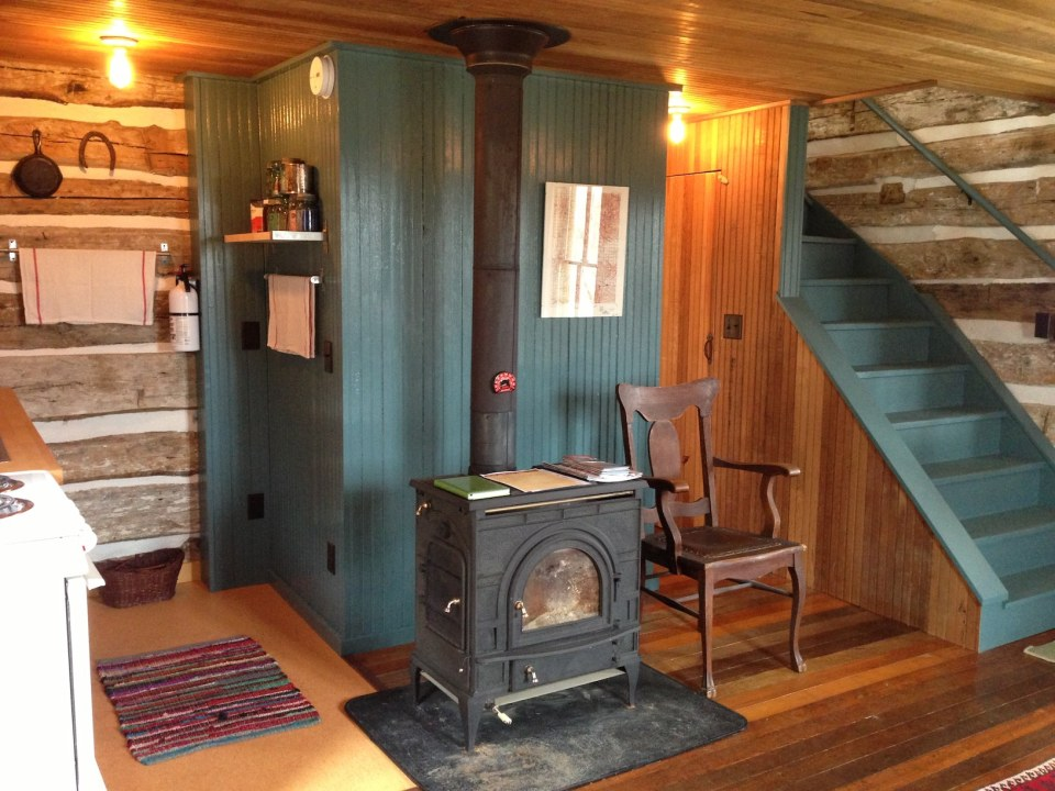 Trout river log cabin small house bliss for Small cabin interiors photos