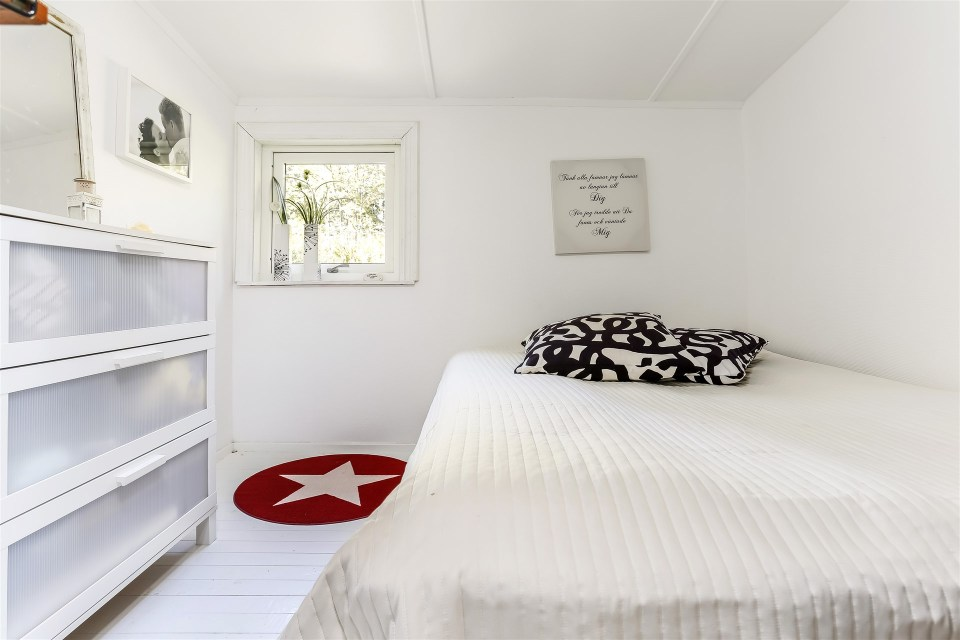 This 1930 summer cottage in Sweden retains its original vintage charm. It has two small bedrooms in 592 sq ft.   www.facebook.com/SmallHouseBliss