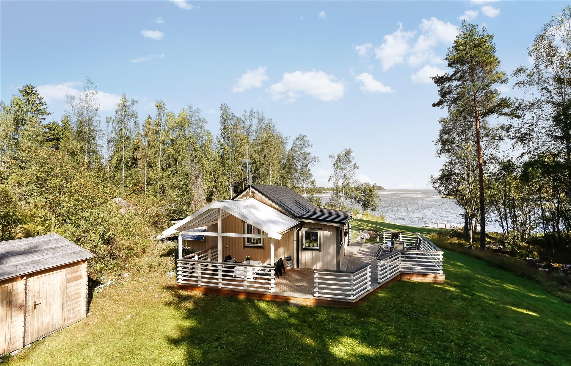 Little Off Grid Cottage Sweden as well Small House Bliss also 1930 Cottage In Karlholm Bay Sweden Guesthouse Via Smallhousebliss besides Little Off Grid Cottage Sweden moreover respond. on 1930 cottage in karlholm bay sweden
