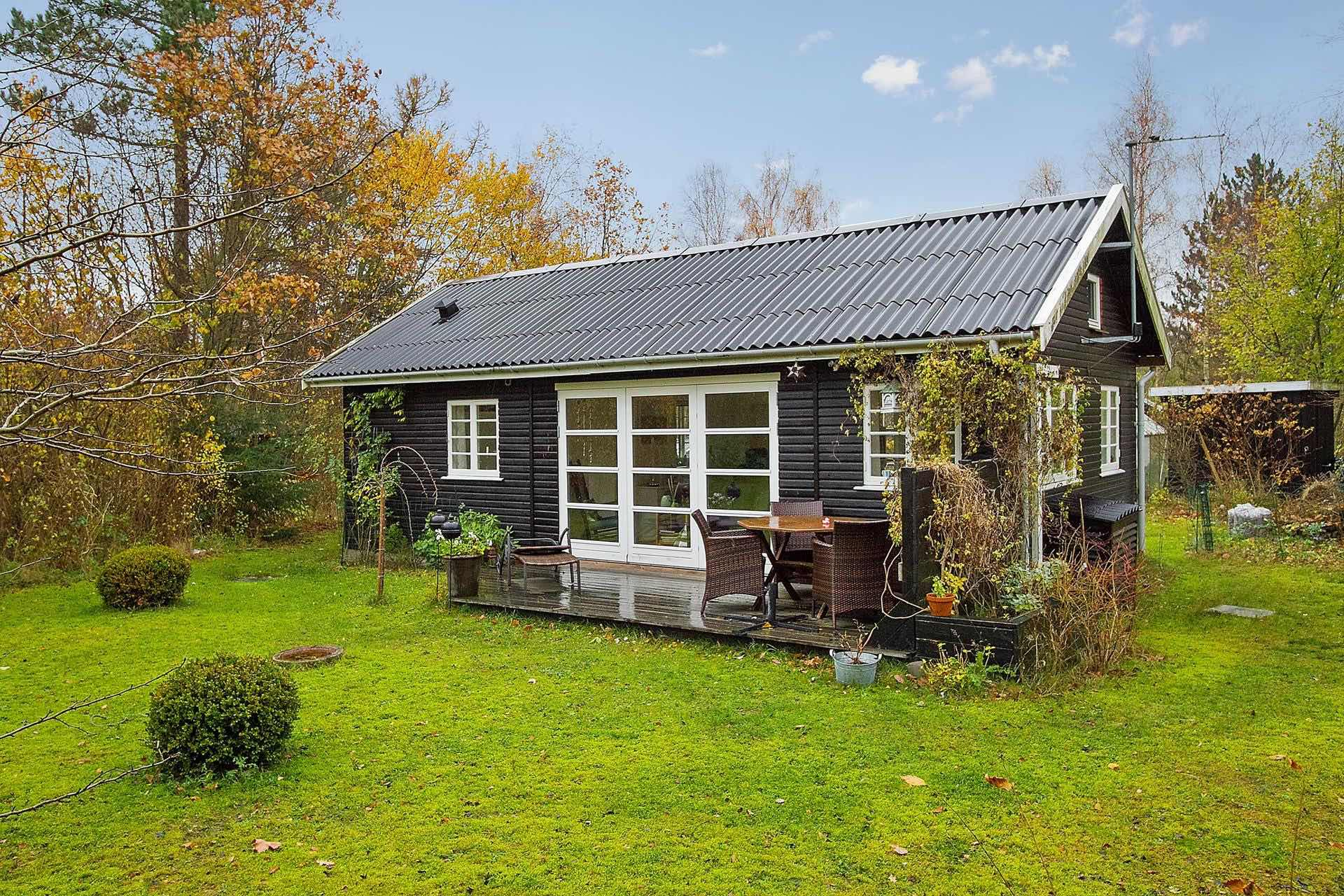 Black and white Danish summerhouse