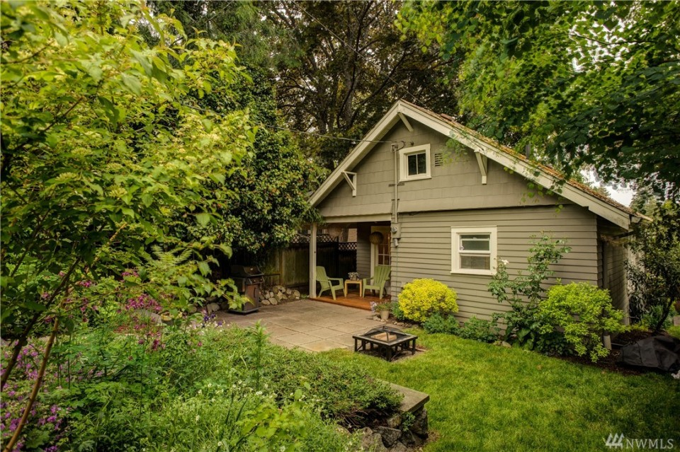 This 1918 Craftsman bungalow has a compact 720 sq ft single-level plan with two bedrooms. | www.facebook.com/SmallHouseBliss
