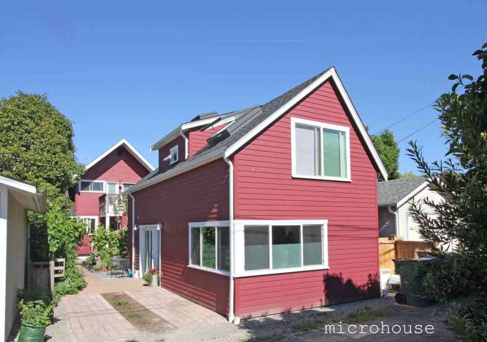 A seattle backyard cottage for empty nesters microhouse for Small two floor house