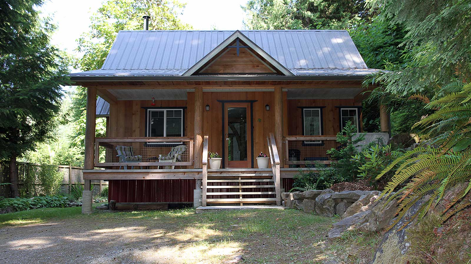 Lovely Small Cottages Part - 2: Birdsu0027 Hill Cottage Is Nestled In The Rainforest On BCu0027s Salt Spring  Island. It