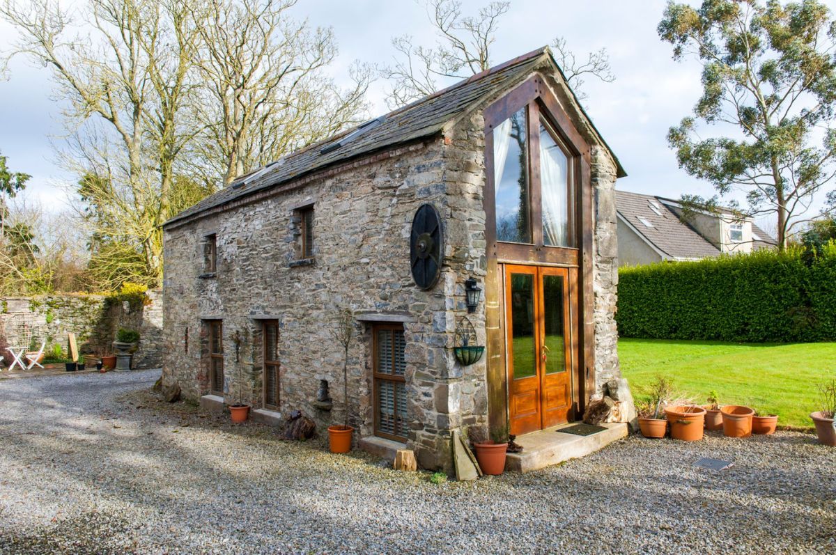 Crows hermitage a converted stone barn in ireland for Accessory house