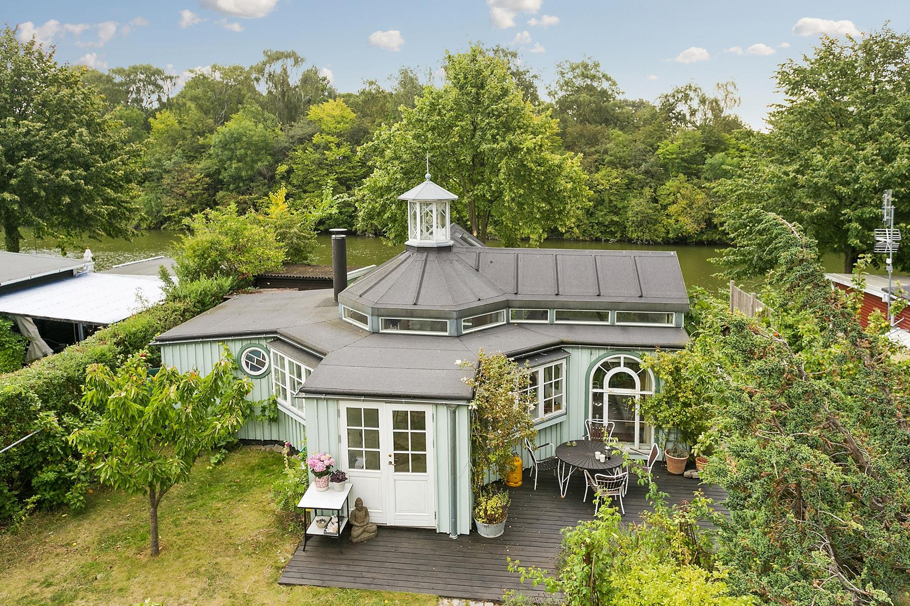 Fanciful Allotment Hut In Denmark