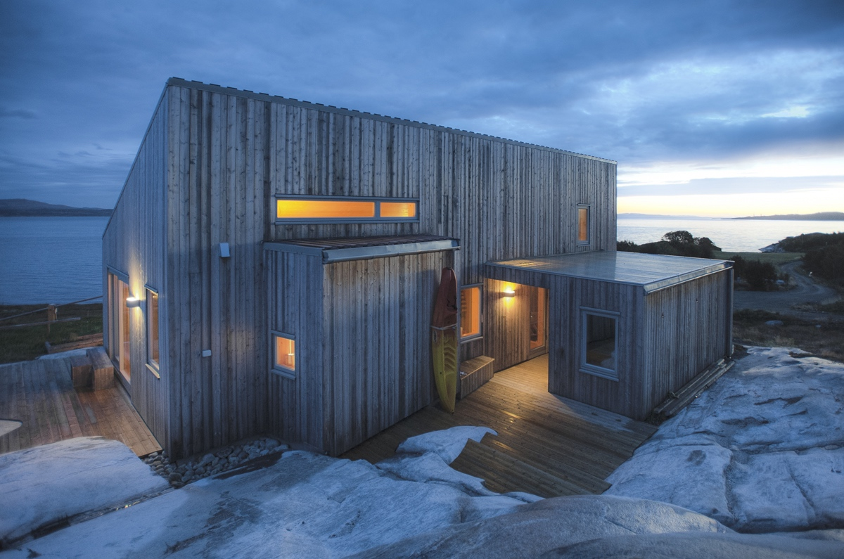 A Modern Coastal Cabin In Norway | TYIN Tegnestue